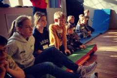 Warsztaty z DOGOTERAPII podczas zimy w Aktywnej Akademii